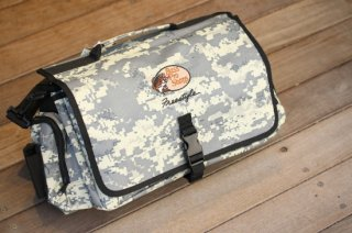 Bass Pro Shops / 370 Digital Camo Stchel Bag