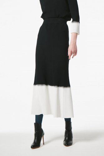 <img class='new_mark_img1' src='https://img.shop-pro.jp/img/new/icons2.gif' style='border:none;display:inline;margin:0px;padding:0px;width:auto;' />RAYON ZAGZAG RIB SKIRT