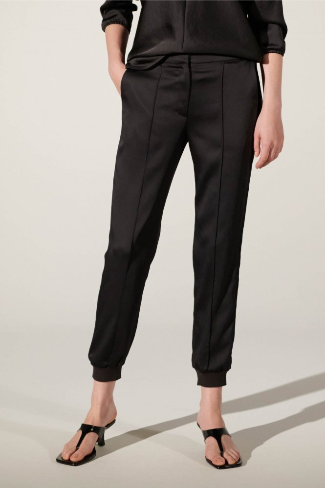 <img class='new_mark_img1' src='https://img.shop-pro.jp/img/new/icons21.gif' style='border:none;display:inline;margin:0px;padding:0px;width:auto;' />30%OFF VIN SATIN PIN-TUCK PANTS
