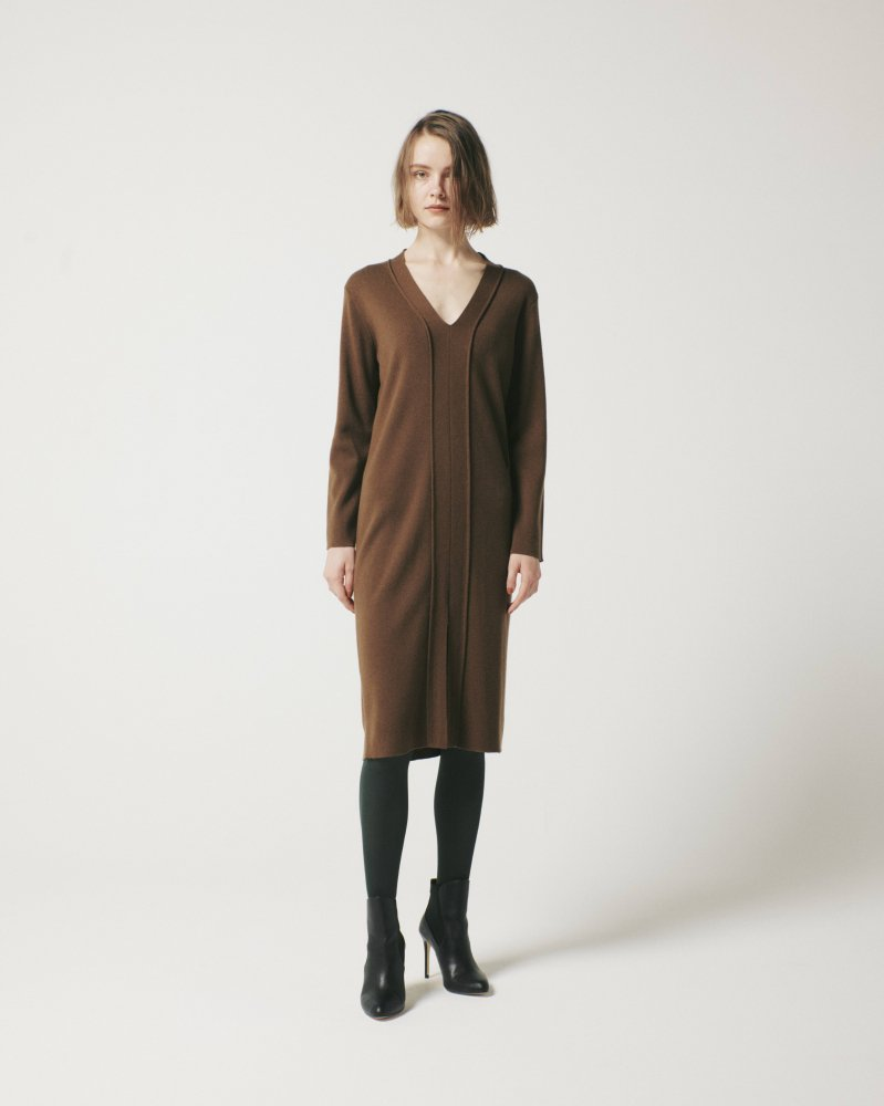 <img class='new_mark_img1' src='https://img.shop-pro.jp/img/new/icons5.gif' style='border:none;display:inline;margin:0px;padding:0px;width:auto;' />WOOL NEEDLE DEEP/V DRESS