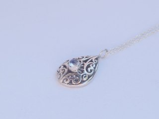 <center><b>Come True Wish</b><br>Silver Necklace - Moon Stone</center>
