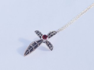 <center><b>Leaf Cross</b><br>Silver Necklace - Garnet</center>
