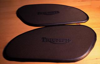 ニーグリップパッド(TRIUMPH薄型)【BEE TRAD】