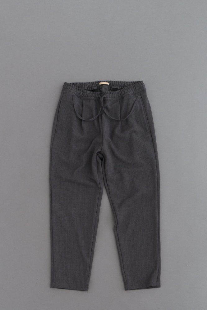 LAMOND KASHIDOSU WOOL TAPERED PANTS (Chacoal)