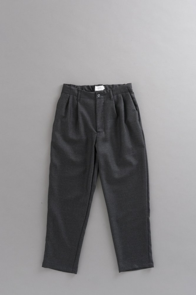 STILL BY HAND  Wool 2-Tuck Tapered Pants (Charcoal)