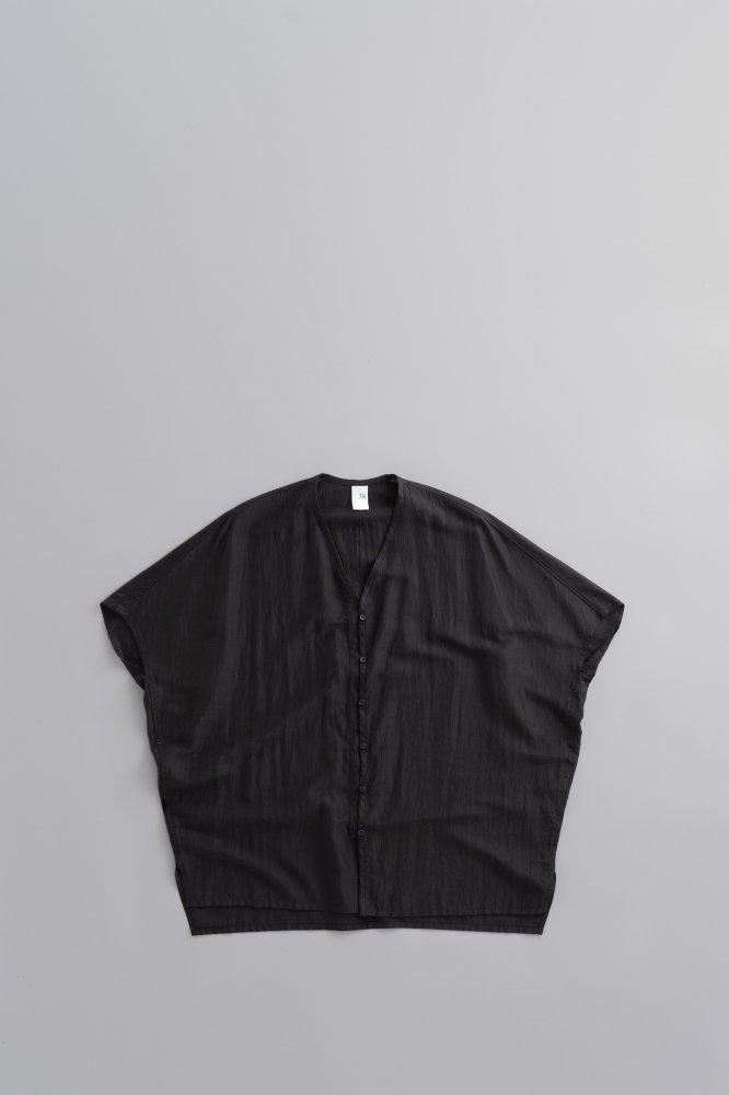 NO CONTROL AIR ♀ リヨセル カールマイヤー ワイドVネックシャツ (ブラック)