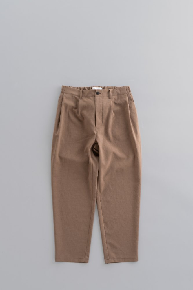 STILL BY HAND  2-Tuck Tapered Pants (Beige)