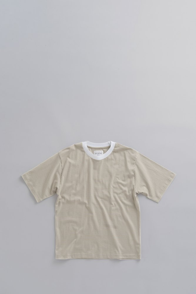 STILL BY HAND Crew Neck Border Tee (Yellow Beige)