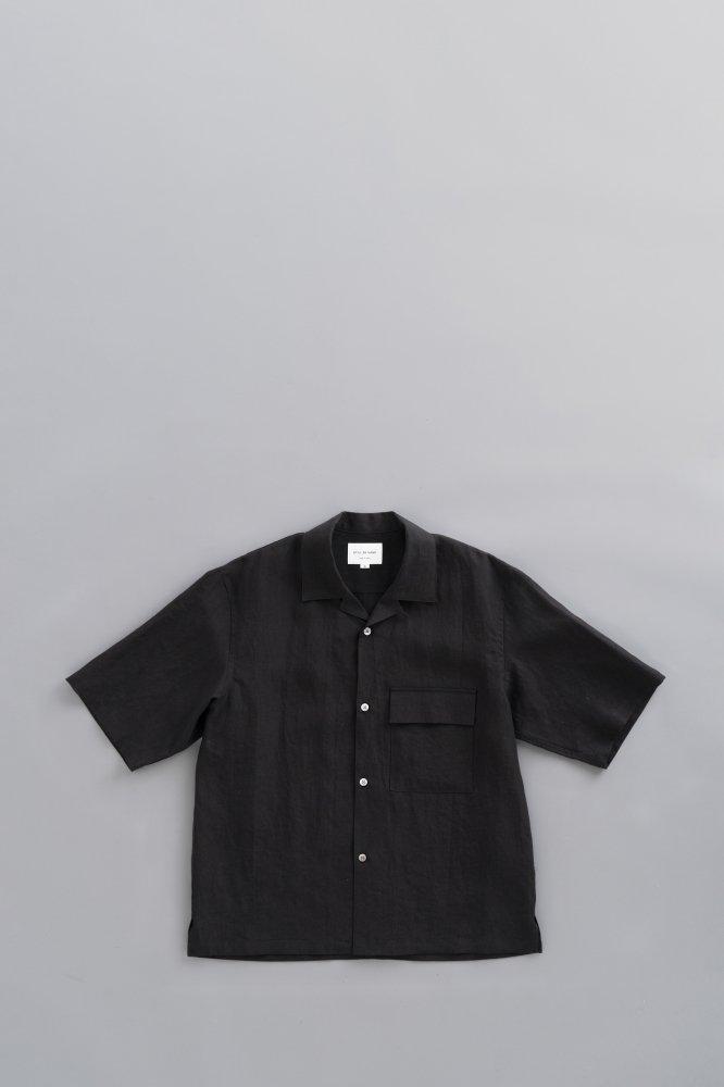 STILL BY HAND Linen Open Collar S/S Shirt (Black)