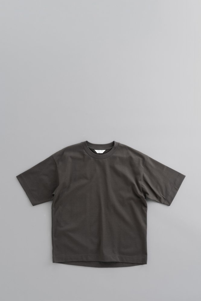 STILL BY HAND Crew Neck Wide T (Charcoal)