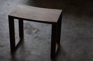 Solid Stool - NO WAVE<br />walnut