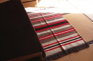 <img class='new_mark_img1' src='https://img.shop-pro.jp/img/new/icons47.gif' style='border:none;display:inline;margin:0px;padding:0px;width:auto;' />WOOL RUG red S<br />FABRICA ALENTEJANA DE LANIFICIOS
