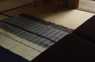 <img class='new_mark_img1' src='https://img.shop-pro.jp/img/new/icons47.gif' style='border:none;display:inline;margin:0px;padding:0px;width:auto;' />WOOL RUG white*navy L<br />FABRICA ALENTEJANA DE LANIFICIOS